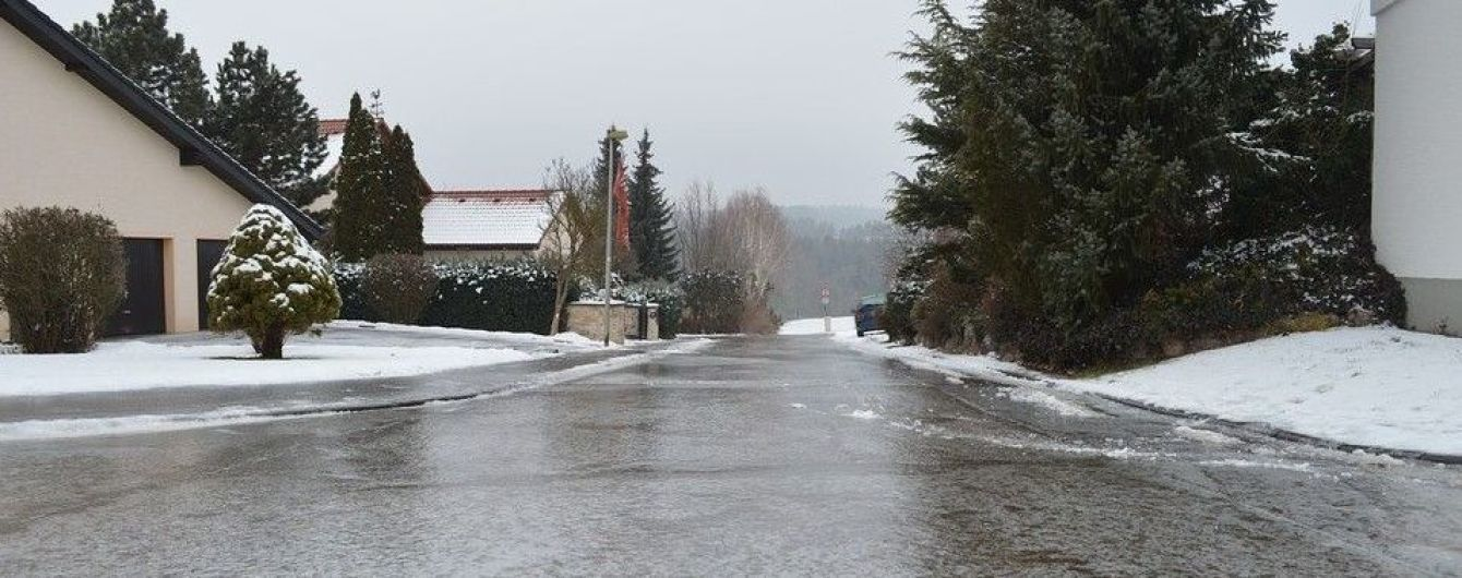 Синоптики попереджають: ожеледиця у Києві та області протримається ще добу
