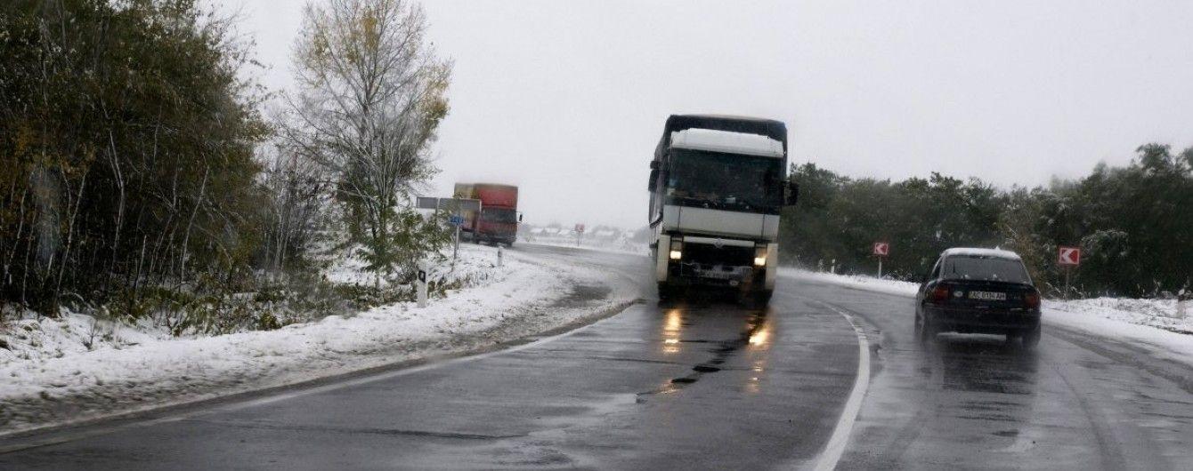 Синоптики попереджають про ожеледицю, дощі та сніг. Прогноз на останній день осені та початок зими