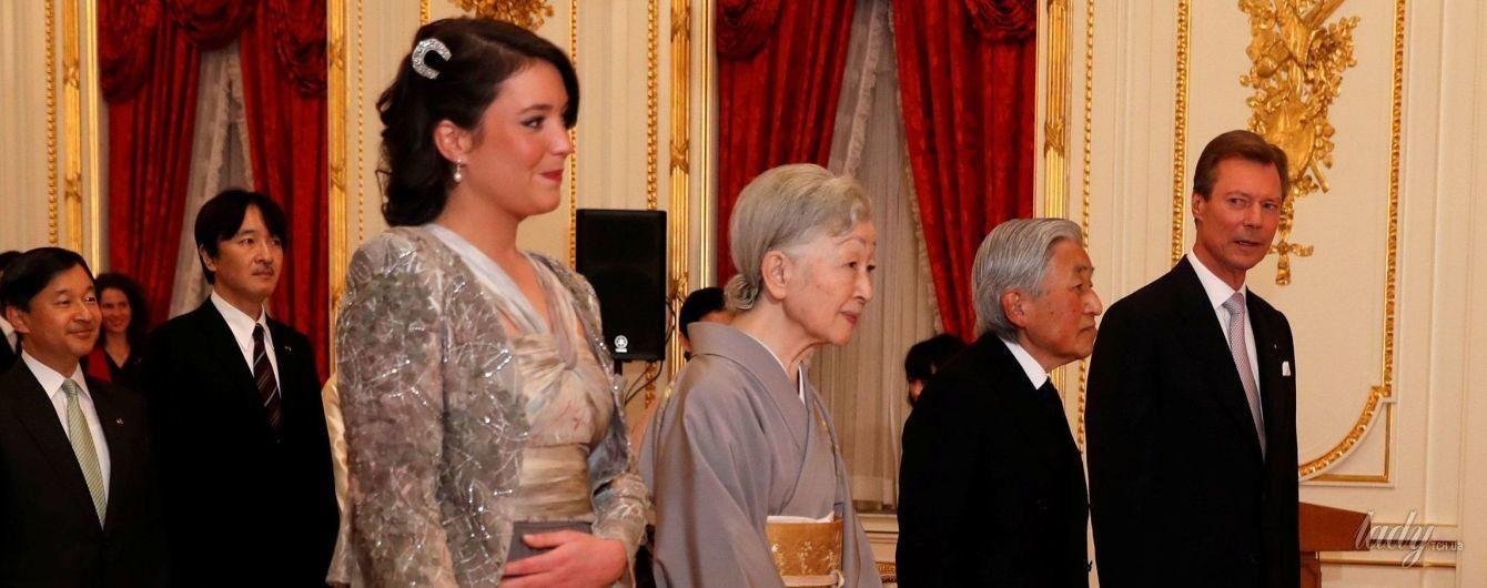 В сером платье и на шпильках: 26-летняя люксембургская принцесса на встрече с императорской семьей