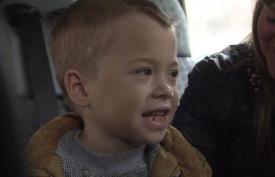 Маленький Юрчик вилетів на операцію, гроші на котру зібрали глядачі ТСН