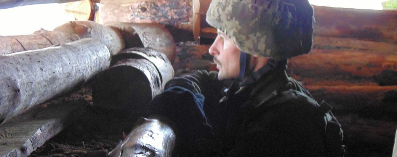Огонь боевиков на Светлодарской дуге и раненый украинский боец. Как прошли сутки в зоне АТО