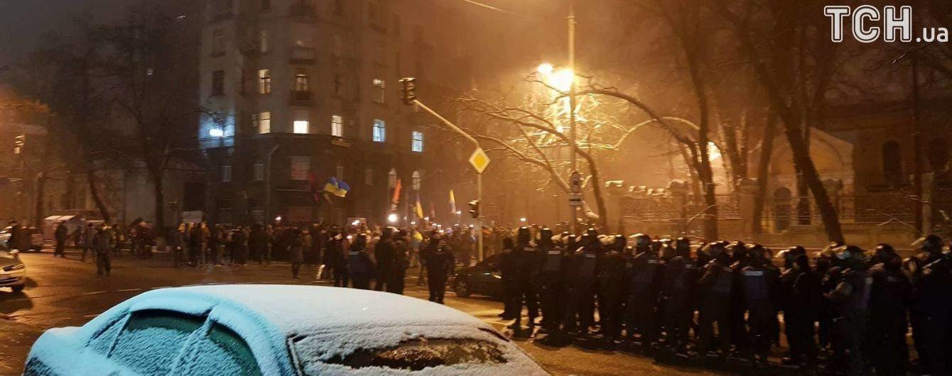 Бросали снежки и хотели установить палатку. Подробности силового разгона мирной акции возле МВД