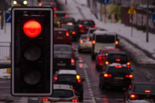 В Киеве ограничат движение транспорта двумя автомобильными мостами