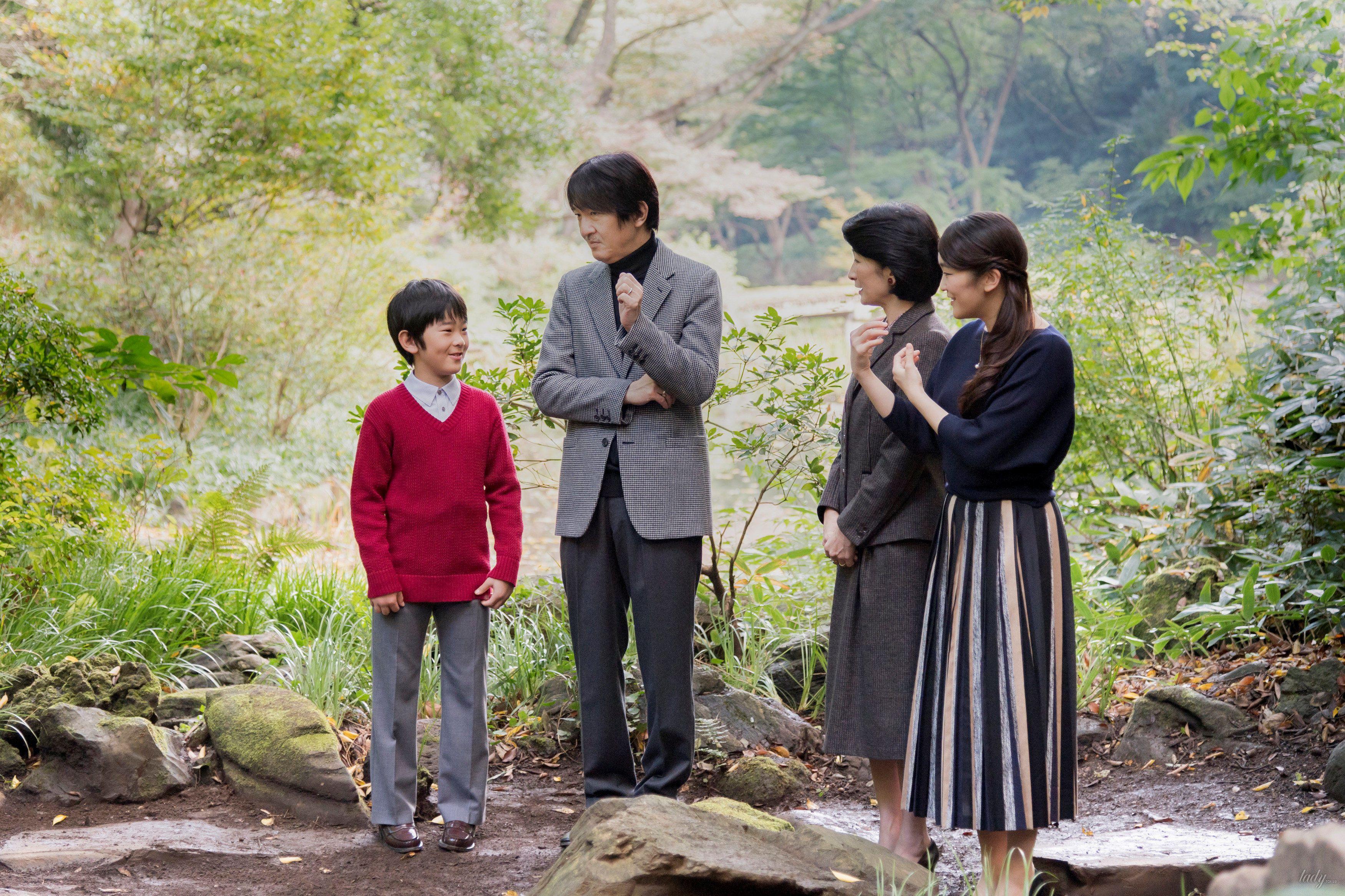 Японский принц Акисино, его жена принцесса Кико и их дети - принц Хисахито и принцесса Мако_4