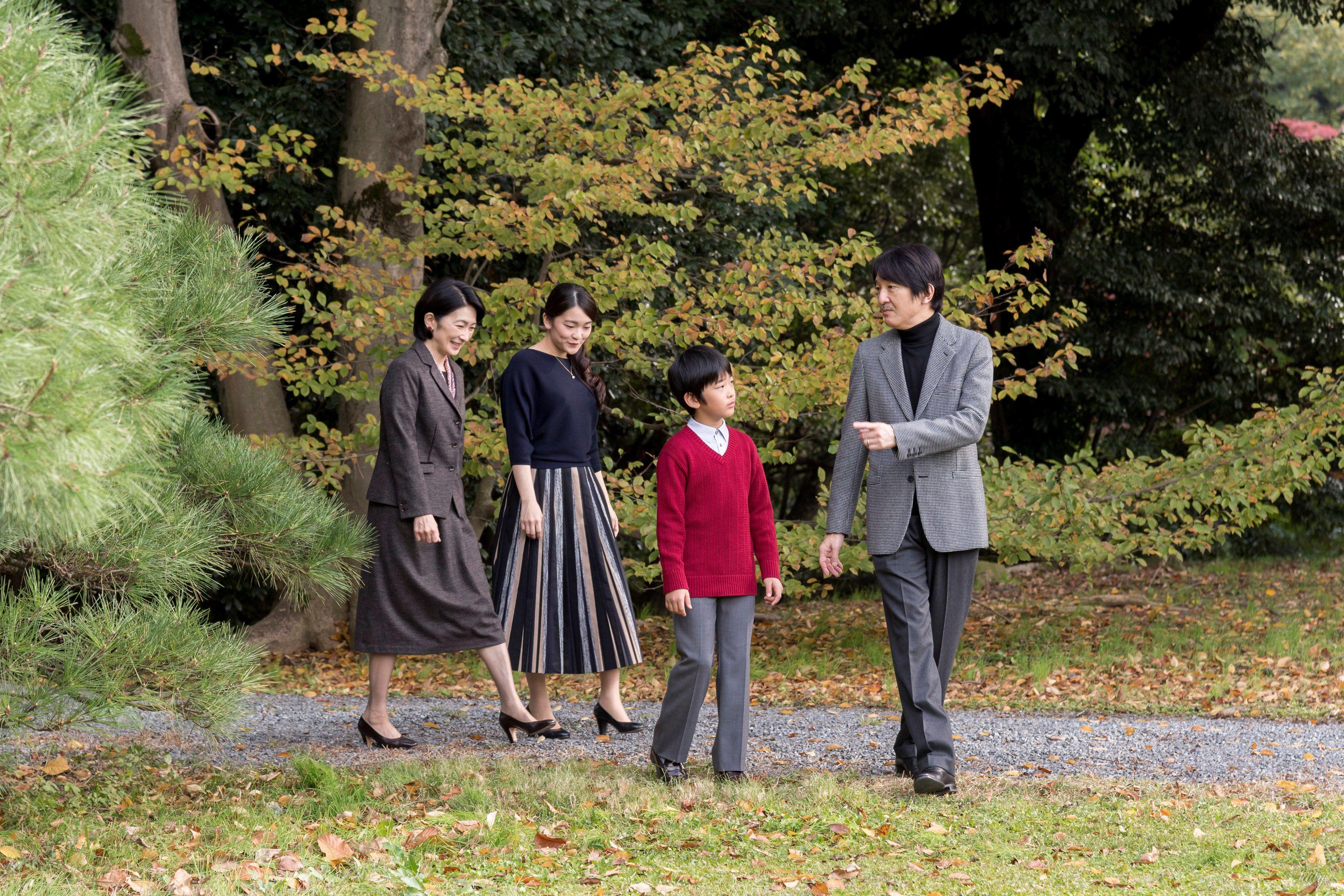 Японский принц Акисино, его жена принцесса Кико и их дети - принц Хисахито и принцесса Мако_1