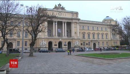 Во Львове в университетском бассейне утонул студент