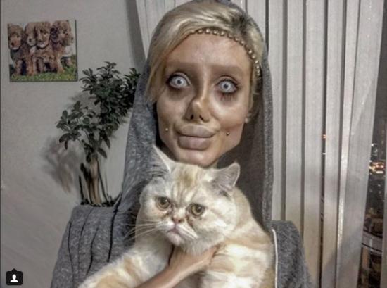 Виглядати, як труп: 19-річна дівчина пережила 50 операцій, аби бути схожою на Анжеліну Джолі