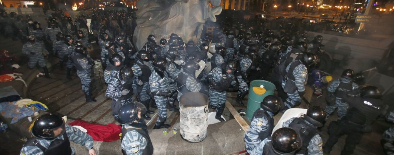 """""""Мы показали силу"""". Источник рассказал о первой реакции Януковича на кровавый разгон Майдана"""