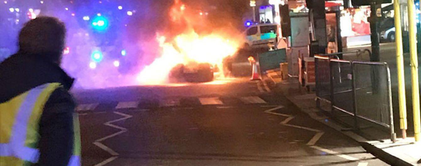 В Лондоне посреди рождественской ярмарки взорвался автомобиль