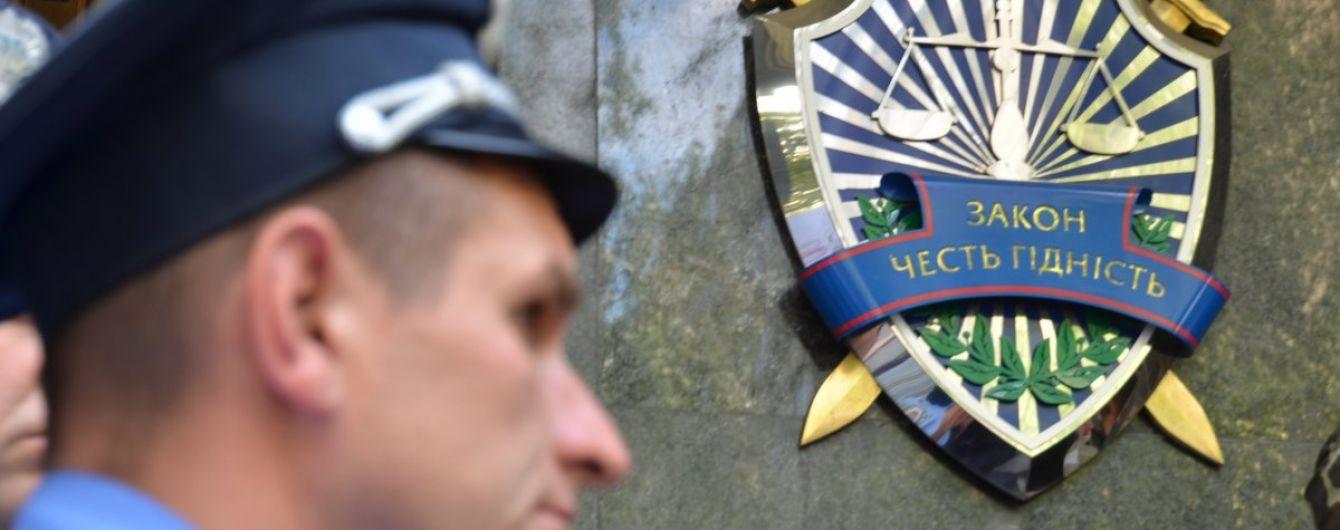 Порошенко поздравил прокуроров с профессиональным праздником, утвердив новую символику ГПУ