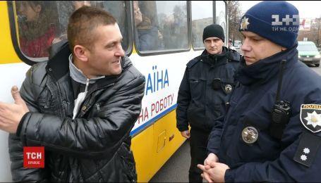 Патрульные Луцка выехали в рейд, чтобы проверить водителей пассажирских автобусов