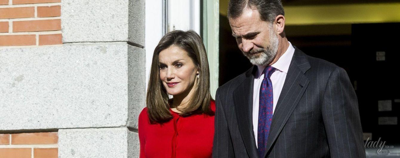 В красном кардигане и юбке от любимого бренда: новый выход королевы Летиции