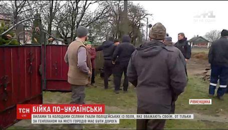 На Рівненщині розгорівся скандал через сільські поля, де за рішенням суду має бути дорога