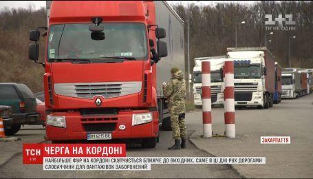 На границе со Словакией образовались километровые очереди из грузовиков