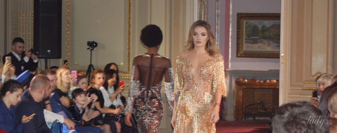 В прозрачном платье и без бюстгальтера: Алла Добкина в откровенном образе приняла участие в модном показе