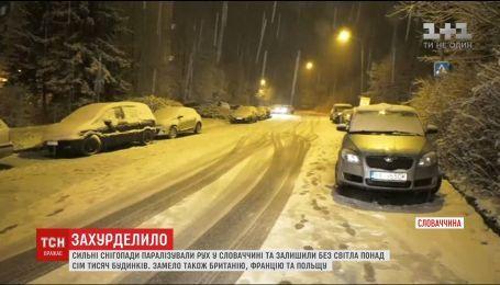Чрезвычайное положение: мощный снегопад парализовал движение в Словакии