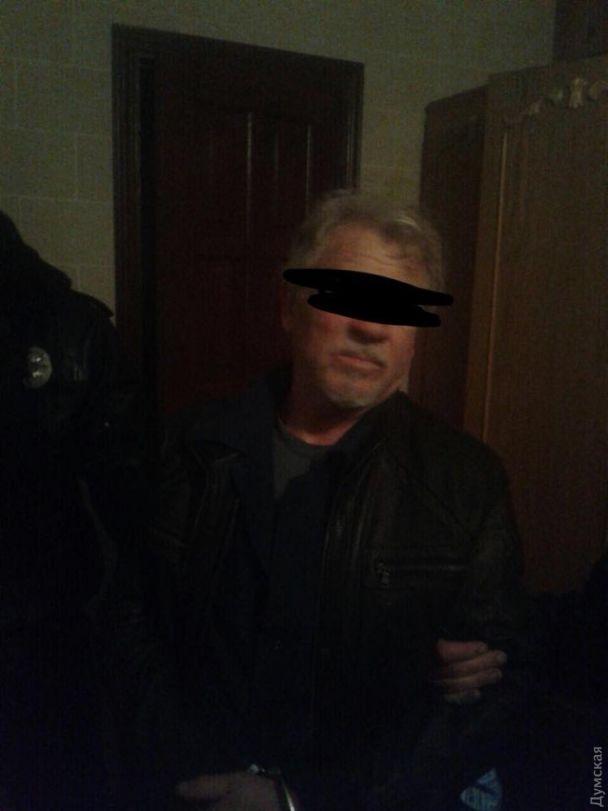 Сімейна драма під Одесою: моряк намагався вбити дружину і дочку, захопив заручників і поранив поліцейського