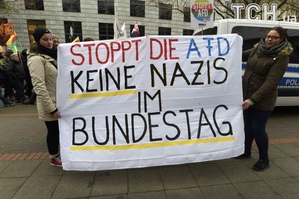 У Німеччині застосували водомети в сутичках з противниками праворадикалів