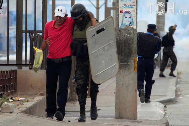 Барикади на дорогах та сутички з поліцією: у Гондурасі після виборів президента спалахнули протести