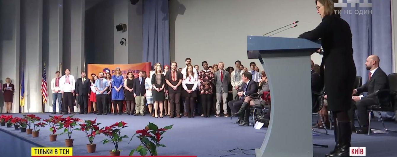 Несколько десятков американцев приехали в Украину преподавать язык и жить на зарплату местных учителей