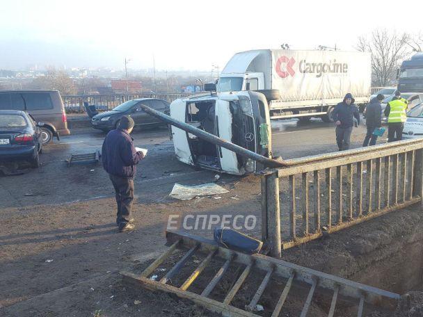 Масштабное ДТП с участием четырех авто парализовало движение транспорта в столице