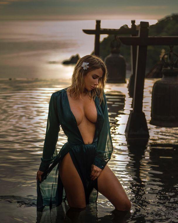 Що постить у Instagram сексуальна професійна гравець у покер