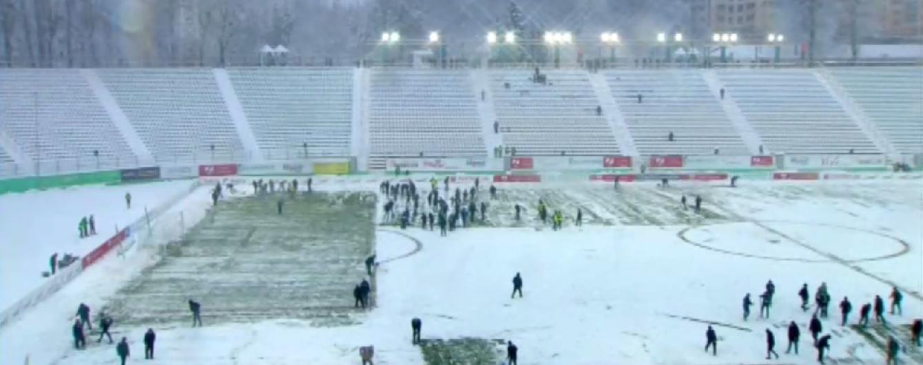"""Матч між """"Карпатами"""" та """"Олімпіком"""" не дограли через потужний снігопад"""