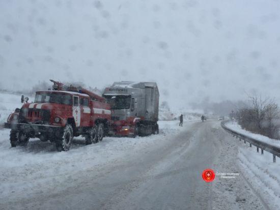 Зима лютує: на Заході 88 населених пунктів залишилися без світла