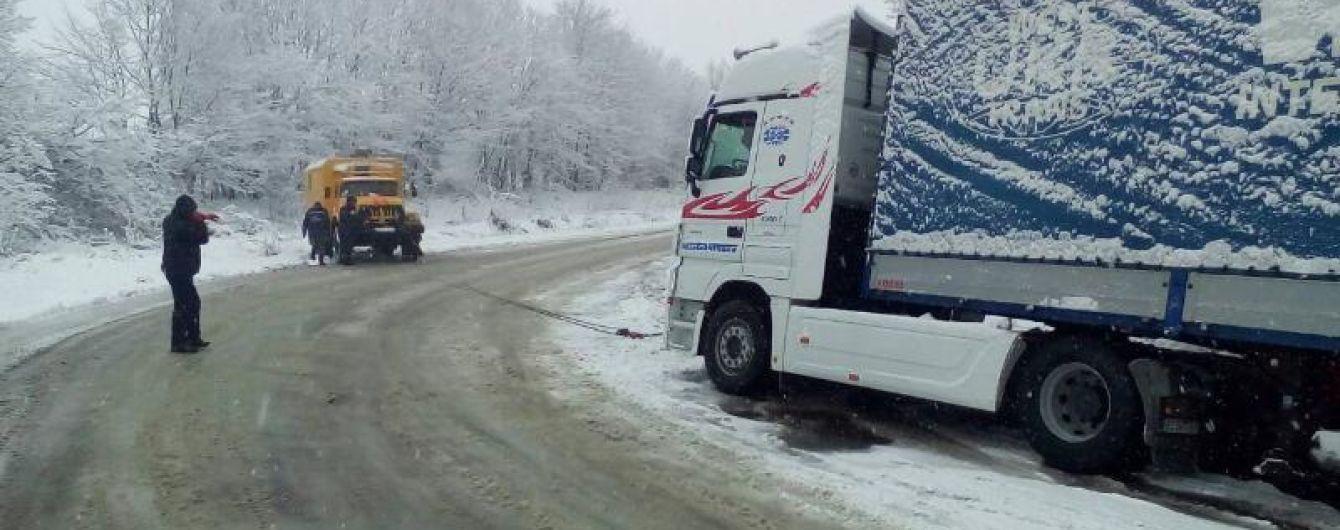 Трассу Киев-Чоп на Закарпатье открыли для грузовиков