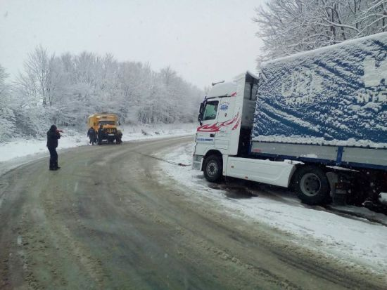 Трасу Київ-Чоп на Закарпатті відкрили для вантажівок