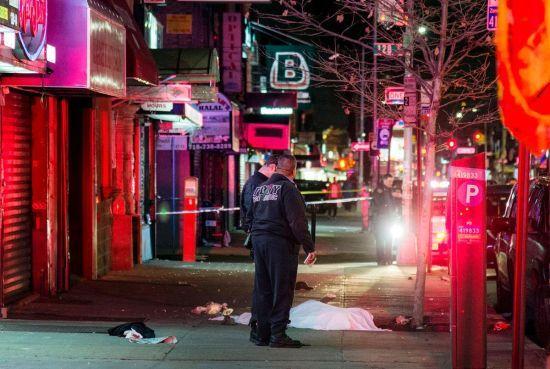 У Нью-Йорку автомобіль врізався у натовп, є жертви