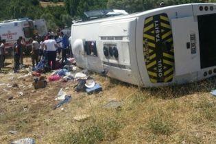 У Тунісі автобус із туристами потрапив в аварію: півсотні пасажирів отримали травми