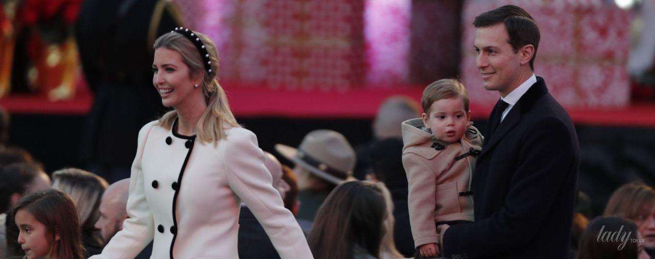 В белом пальто и с жемчужными серьгами: элегантный образ Иванки Трамп