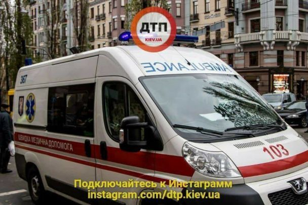 В центре Киева Lexus не заметил регулировщика: есть пострадавшие