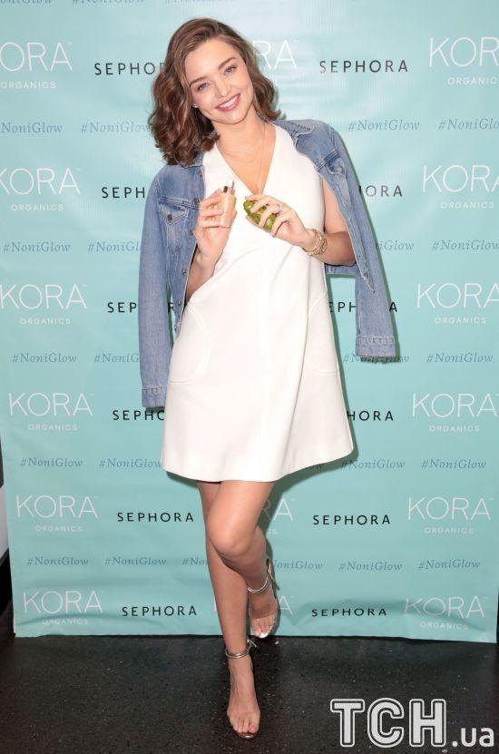 Міранда Керр у міні-сукні вперше з'явилась на публіці після новини про вагітність