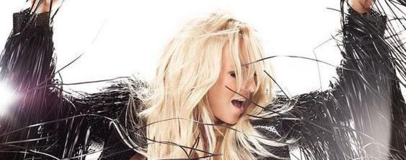 Уже не та: Бритни Спирс в маленьком черном платье показала, как поет вживую