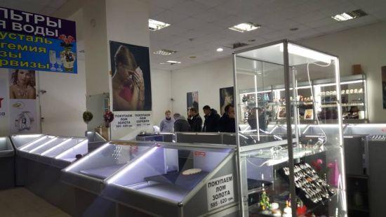 У Миколаєві невідомі серед дня пограбували ювелірний магазин і зі стріляниною втекли від поліції