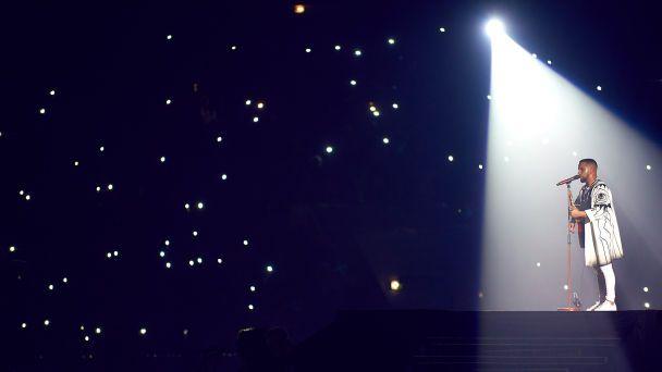 """Новогодние праздники на """"1+1"""": зрителей ждет """"Вечерний квартал"""" с Винником и телепремьера """"DziDzio Контрабас"""""""