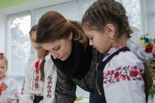 В сером костюме и сапогах на низком ходу: Марина Порошенко на Черниговщине