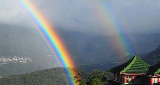 На Тайвані 4-кратна веселка висіла в небі рекордні дев'ять годин