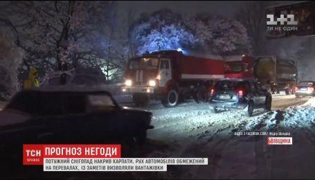 Штормові гори: Карпати страждають від тривалого снігопаду