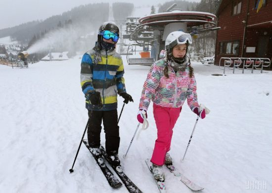 На Львівщині рятувальники знайшли заблукалого у горах лижника-підлітка