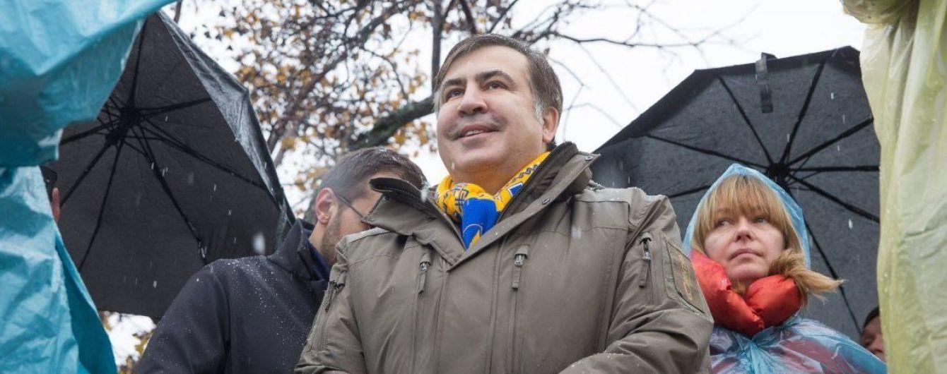 Неизвестные утром выламывают двери в квартире Саакашвили - Сакварелидзе
