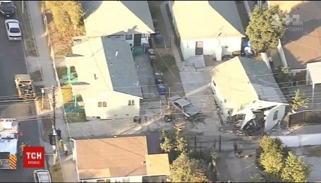 В США авто разбило дом
