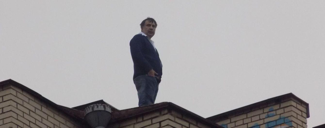 З'явився відеозапис того, як Саакашвілі знімали з даху