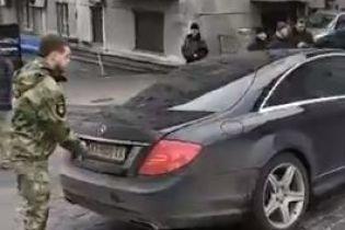 """В центре Киева боец """"Донбасса"""" перекрыл своим авто улицу, не давая вывезти Саакашвили"""