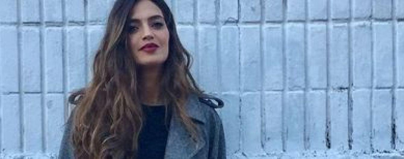 В мини-платье и колготах в сетку: красотка Сара Карбонеро похвасталась новым образом