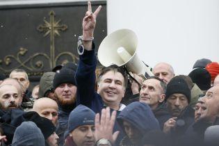 Сторонники вытащили Саакашвили из машины СБУ