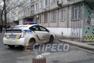 В Киеве 80-летний мужчина упал с многоэтажки и разбился насмерть