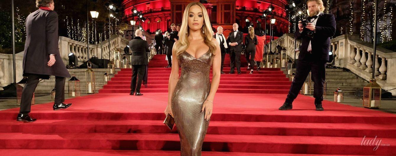 Умеет быть эффектной: Рита Ора надела на красную дорожку платье с откровенным декольте